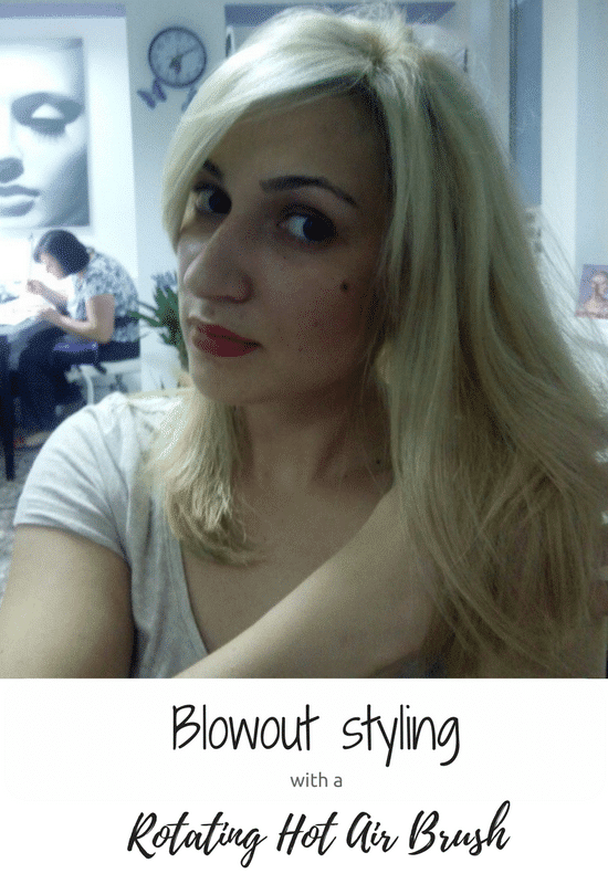 Blowout styling with a rotating hot air brush (2)